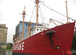 [photo, Lightship 116 Chesapeake (Historic Ships in Baltimore), Pier 3, Inner Harbor, Baltimore, Maryland]