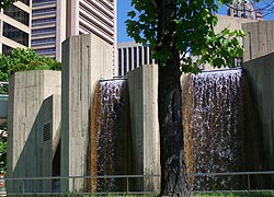 [photo, McKeldin Fountain, Inner Harbor, Baltimore, Maryland]