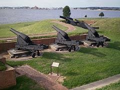 [photo, Cannons at Fort McHenry, Baltimore, Maryland]