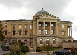 [photo, Frederick A. Thayer III Courthouse, 203 South 4th St., Oakland, Maryland]