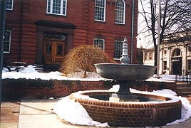 [photo, Fountain before Harford County Courthouse, 20 West Courtland St., Bel Air, Maryland]