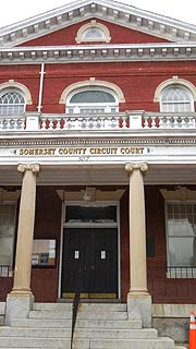 [photo, Somerset County Circuit Court entrance, 30512 Prince William St., Princess Anne, Maryland]