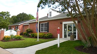 [photo, Pocomoke City Branch, Worcester County Library, 301 Market St., Pocomoke City, Maryland]