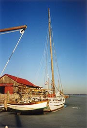 [photo, Skipjack H. M. Krentz on Miles River, St. Michaels, Maryland]