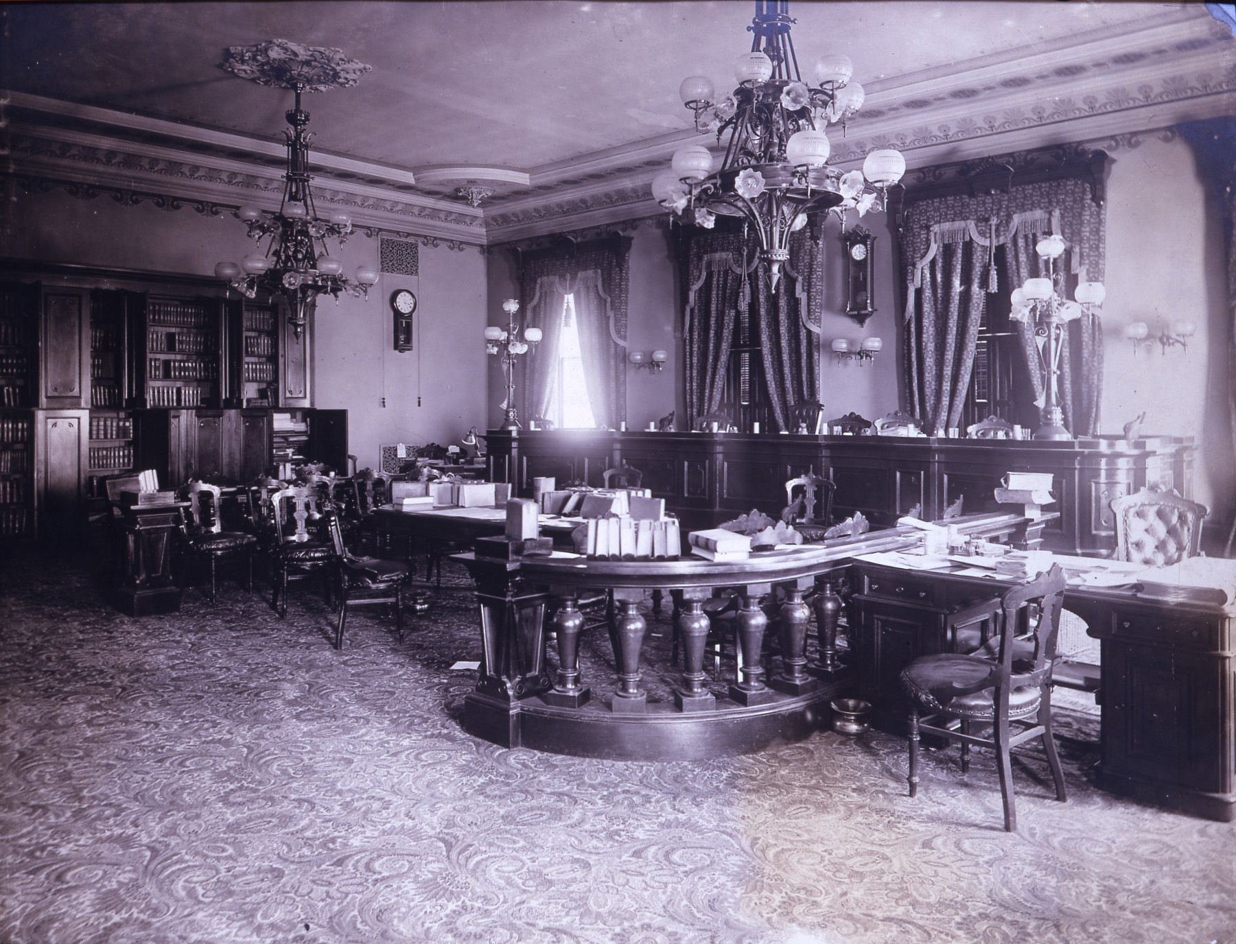 The maryland state house the state house and state circle court of appeals chamber second floor of the state house ca 1902 note the light bulbs in the old gaslight chandeliers arubaitofo Images